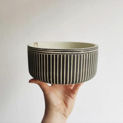 Osłonka betonowa biało-czarna w paski - misa 18 cm