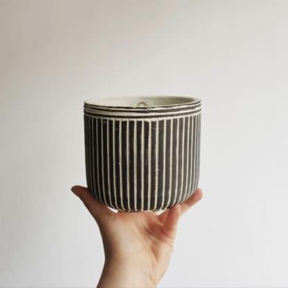 Osłonka betonowa czarno-biała w paski 12 cm