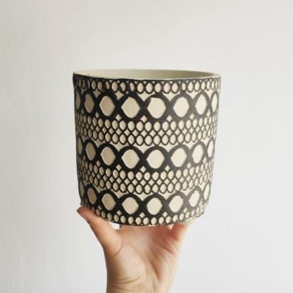 osłonka betonowa etno pętelki cz-biała 14 cm