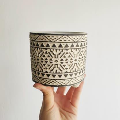 Osłonka betonowa ETNO czarno-biała średnia 10 cm