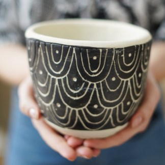 Osłonka betonowa czarno-biała cycuszki 12 cm